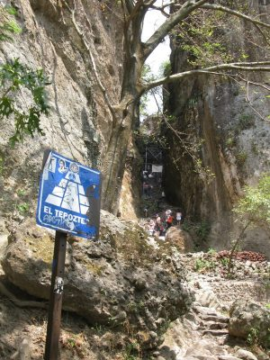 The path narrows into a small canyon near the end
